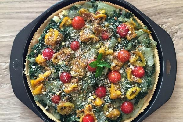 Torta salate con bietole, pomodorini e funghi